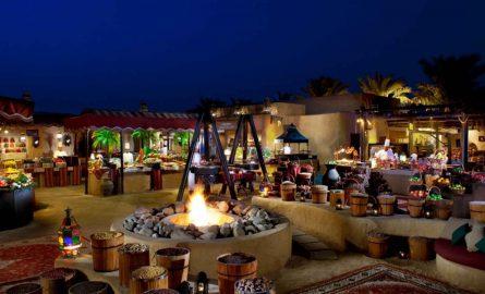 Al Hadheerah Restaurant in der Wüste