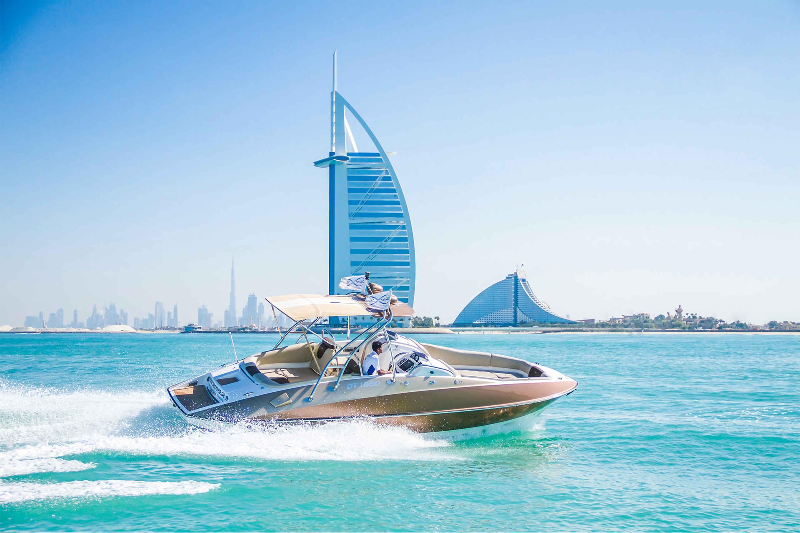 Yacht Tour mit Kapitän über den Persischen Golf in Dubai