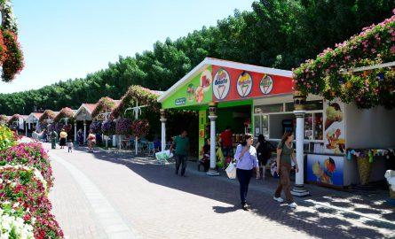 Essstände und Souvenir-Läden im Miracle Garden