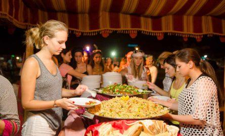 BBQ bei einer Safari in Dubais Wüste