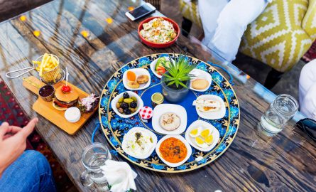 Arabisches und internationales Essen in Dubais Restaurants