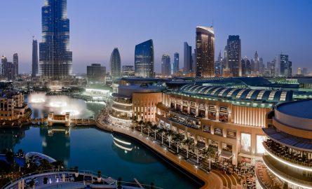 Die Dubai Mall direkt neben der Dubai Fountain am Burj Khalifa